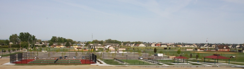 Tennis and horseshoe courts at Settler's Park